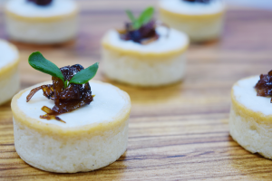 Caramelized shallots and goat's cheese tart (V)